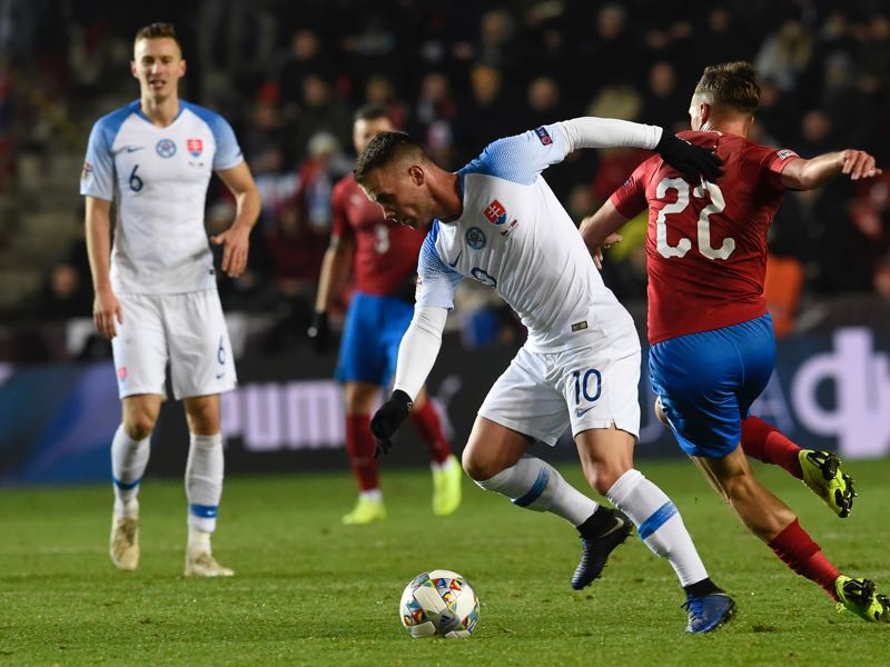 Slovakia's Albert Rusnak (L) and Czech Republic's Filip Novak vie for the ball during the UEFA Nations League football match Czech Republic v Slovakia in Prague on November 19, 2018. (Photo by Michal CIZEK / AFP)