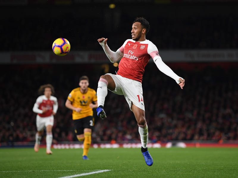Pierre-Emerick Aubameyang of Arsenal controls the ball during the Premier League match between Arsenal FC and Wolverhampton Wanderers at Emirates Stadium on November 11, 2018 in London, United Kingdom. (Photo by Shaun Botterill/Getty Images)