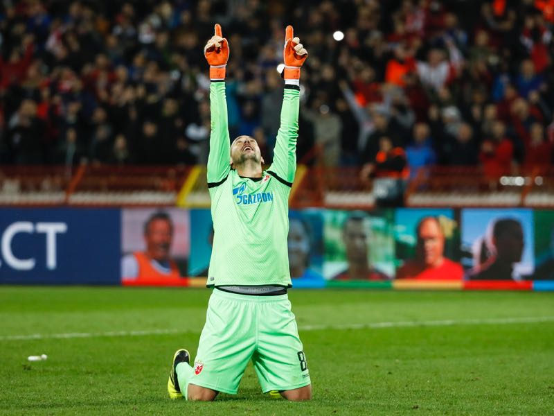 Goalkeeper Milan Borjan of Crvena Zvezda celebrates victory after the Group C match of the UEFA Champions League between Red Star Belgrade and Liverpool at Rajko Mitic Stadium on November 06, 2018 in Belgrade, Serbia. (Photo by Srdjan Stevanovic/Getty Images)
