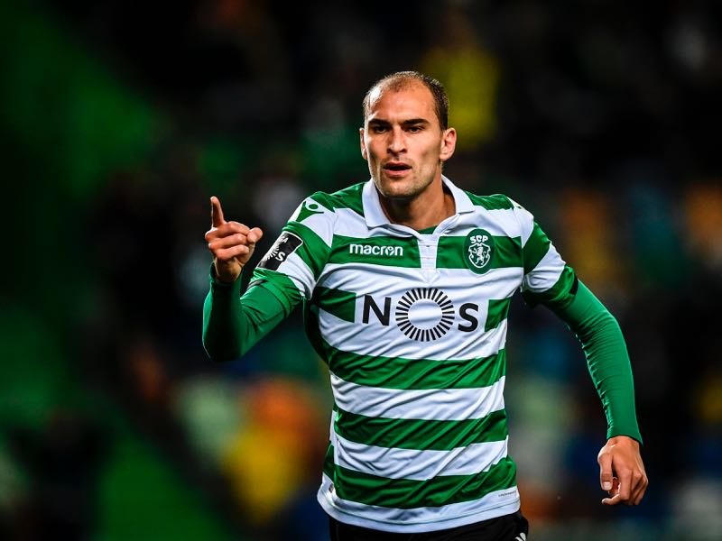 Sporting's Dutch forward Bas Dost celebrates a goal during the Portuguese league football match between Sporting CP and GD Chaves at the Jose Alvalade stadium in Lisbon on November 11, 2018. (Photo by PATRICIA DE MELO MOREIRA / AFP)