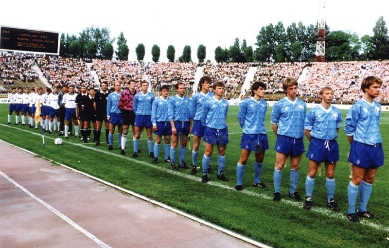 Dynamo and Tavriya players line up ahead of the final championship match