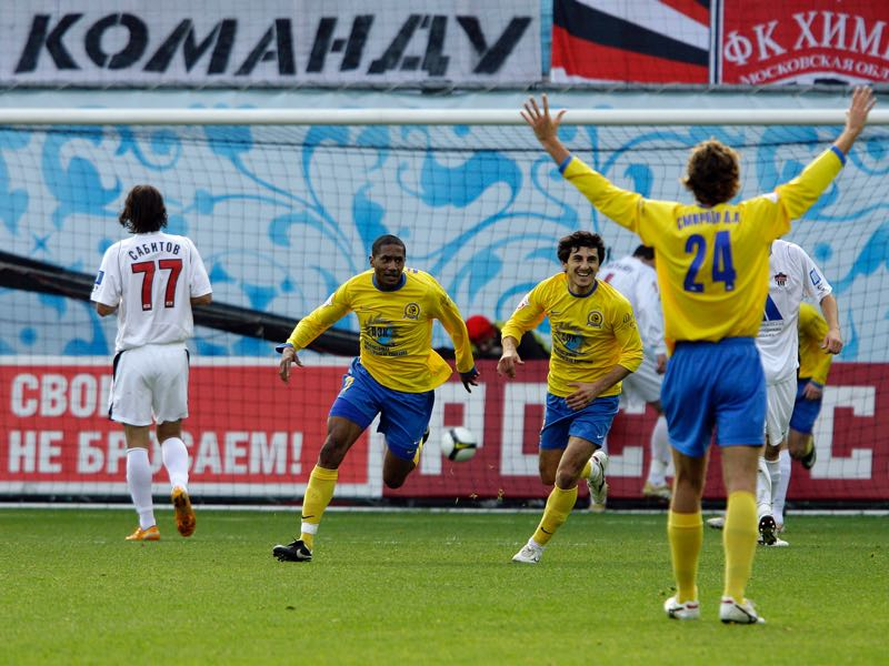 Leandro (L), Levani Gvazava (C) and Dmitry A. Smirnov (R) of FC Luch-Energiya Vladivostok celebrate after scoring a goal during the Russian Football League Championship match between FC Khimki and FC Luch-Energiya Vladivostok at the Khimki Stadium on October 25, 2008 in Khimki, outside Moscow, Russia. (Photo by Dima Korotayev/Epsilon/Getty Images)