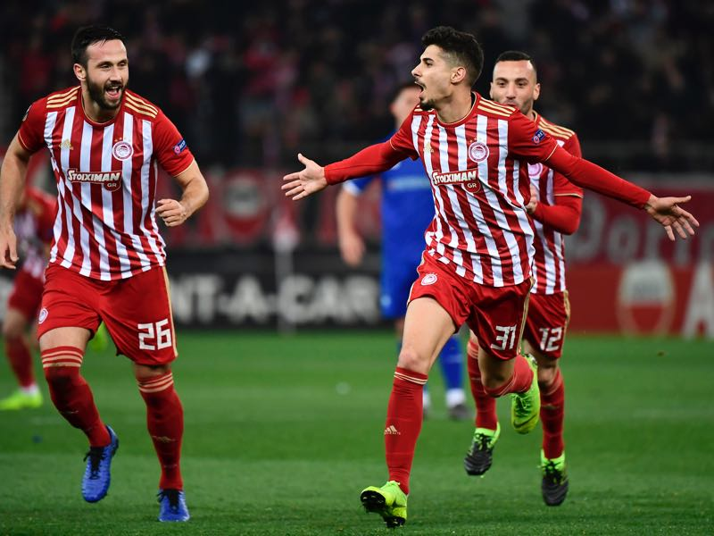 Olympiacos Gil Dias (R) celebrates with teammates after scoring during the UEFA Europa League round of 32 first leg football match between Olympiacos FC and FC Dynamo Kyiv at the Georgios Karaiskakis stadium in Piraeus near Athens on February 14, 2019. (Photo by ARIS MESSINIS / AFP)