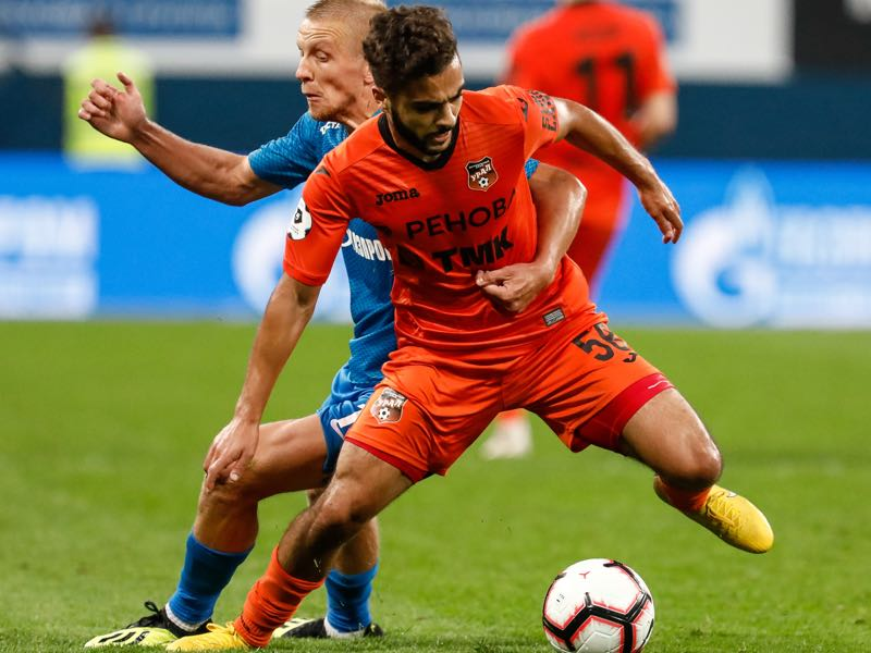 Igor Smolnikov (L) of FC Zenit Saint Petersburg and Othman El Kabir of FC Ural Ekaterinburg vie for the ball during the Russian Premier League match between FC Zenit Saint Petersburg and FC Ural Ekaterinburg at Saint Petersburg Stadium on August 19, 2018 in Saint Petersburg, Russia. (Photo by Epsilon/Getty Images)