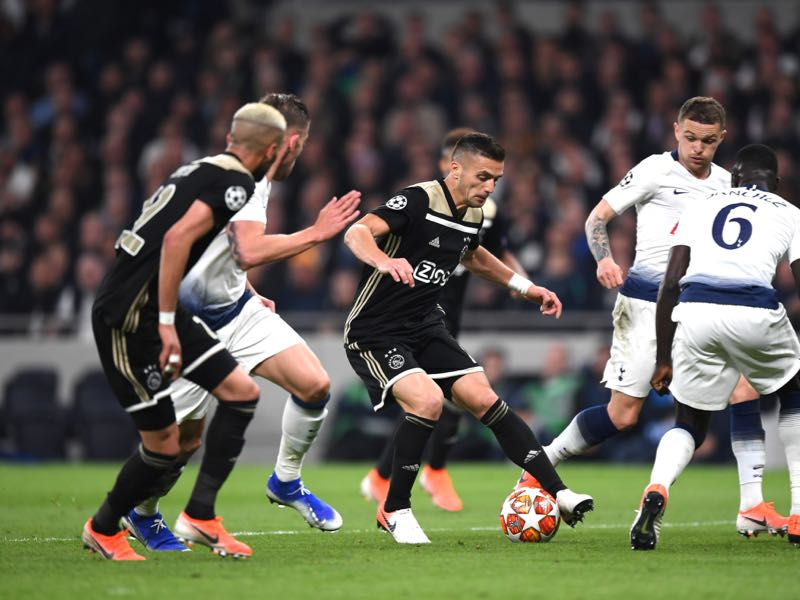 Dusan Tadić of Ajax takes on Kieran Trippier and Davinson Sanchez of Tottenham Hotspur defence during the UEFA Champions League Semi Final first leg match between Tottenham Hotspur and Ajax at at the Tottenham Hotspur Stadium on April 30, 2019 in London, England. (Photo by Shaun Botterill/Getty Images)