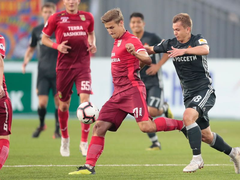 Dmitri Zhivoglyadov of FC Ufa (L) and Ivan Oblyakov of PFC CSKA Moscow vie for the ball during the Russian Football League match between FC Ufa and PFC CSKA Moscow on September 15, 2018 in Ufa, Russia. (Photo by Epsilon/Getty Images)