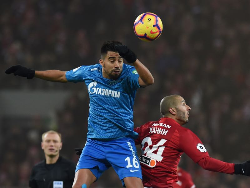Sofiane Hanni (R) of FC Spartak Moscow vies for the ball with Christian Noboa of FC Zenit Saint Petersburg during the Russian Premier League match between FC Spartak Moscow and FC Zenit Saint Petersburg at the Otkritie Arena Stadium on March 17, 2019 in Moscow, Russia. (Photo by Epsilon/Getty Images)