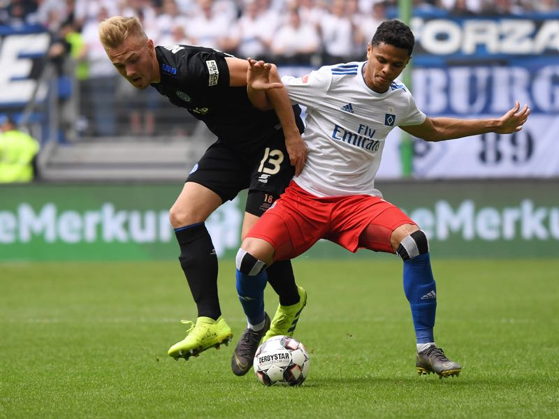 Douglas Santos (R) of Hamburger SV challenges for the ball with Lukas Daschner (L) of MSV Duisburg during the Second Bundesliga match between Hamburger SV and MSV Duisburg at Volksparkstadion on May 19, 2019 in Hamburg, Germany. (Photo by Oliver Hardt/Bongarts/Getty Images)