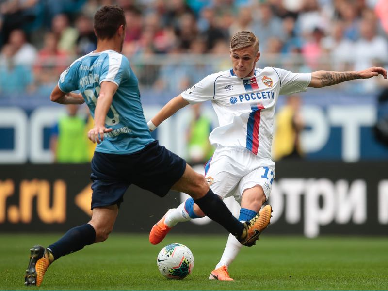 Srjan Mijalovich of FC Krylia Sovetov Samara (L) and Arnor Sigurdsson of PFC CSKA Moscow vie for the ball during the Russian Premier Liga match between FC Krylia Sovetov Samara and PFC CSKA Moscow on July 14, 2019 in Samara, Russia. (Photo by Epsilon/Getty Images)