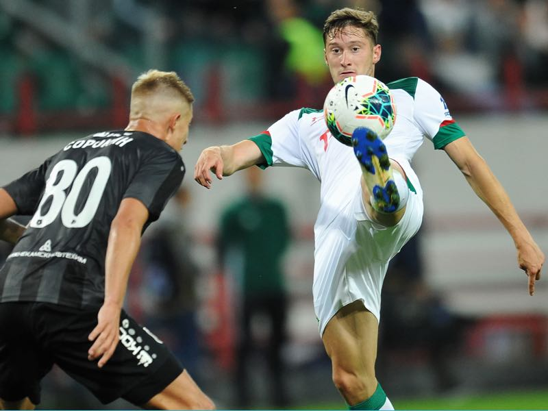 Aleksei Miranchuk of FC Lokomotiv Moscow and Egor Sorokin of FC Rubin Kazan vie for the ball during the Russian Premier Liga match between FC Lokomotiv Moscow and FC Rubin Kazan on July 15, 2019 in Moscow, Russia. (Photo by Epsilon/Getty Images)