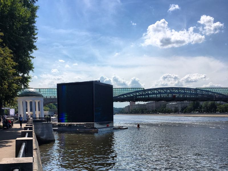 Qatar World Cup pavilion on the Moskva River (Manuel Veth/Futbolgrad Network)