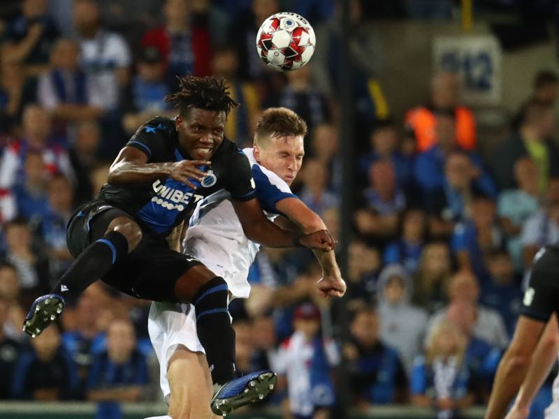Brugge's David Okereke vies for the ball with Dynamo's Serhiy Sydorchuk during the UEFA Champions League qualifying round football match between FC Dynamo Kiev and Club Brugge at the Jan-Breydel stadium in Brugge on August 6, 2019. (Photo by VIRGINIE LEFOUR / Belga / AFP)